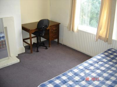 37a Beech Avenue, bedroom
